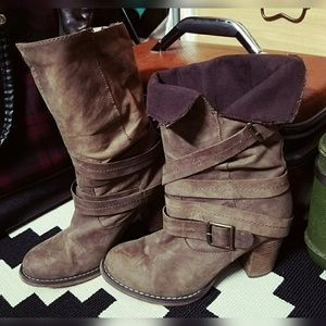 Cool as beans, ALDO, strappy boots!!
